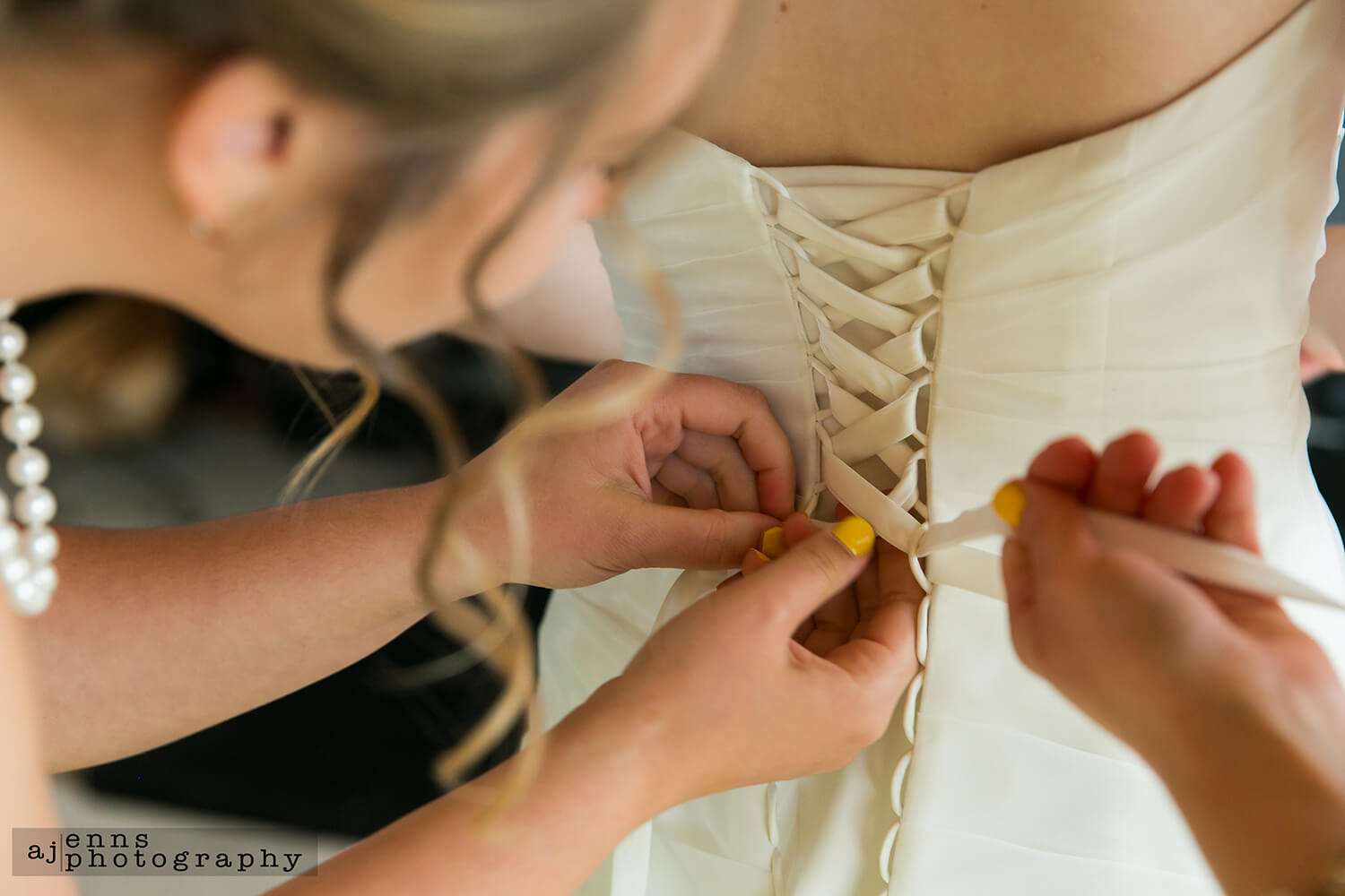 Tying up the back of the wedding dress