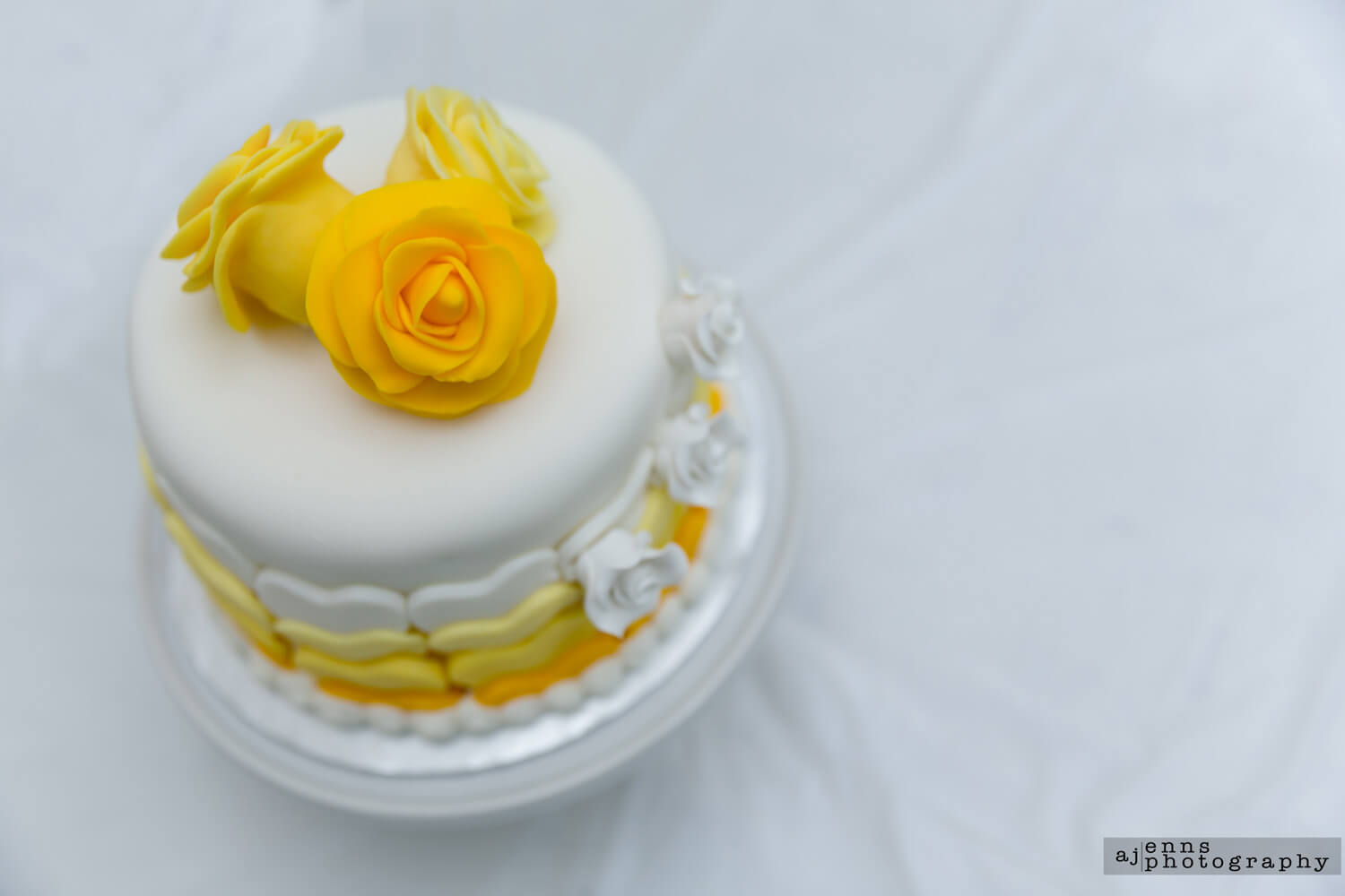Top view of the 3 shades of yellow wedding cake